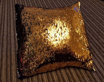 Reversible sequin cushions
