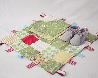 Baby Gift Set Taggie comforter and one matching Bandana Bib Reversible - Robots with baby shoes