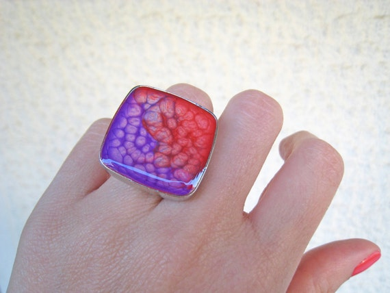 Red purple ombré resin ring, multicolor psychedelic glass ring, big chunky square ring, coachella festival, tie dye boho chic jewelry