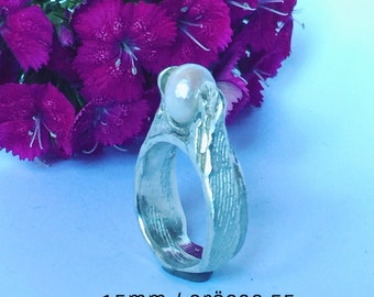 Silver ring with freshwater bead handmade unique