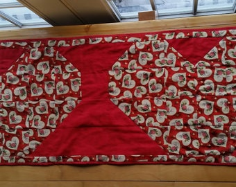 Heart table runner, table topper, valentines table runner, valentines decor, quilted table runner handmade homemade