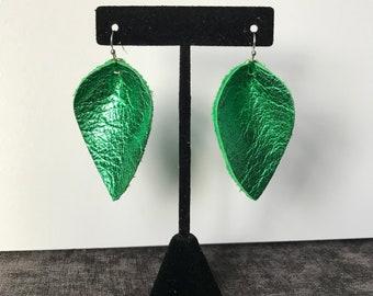 Metallic Kelly Green Pinched Leaf
