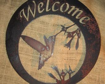Hummingbird Welcome in Round-Metal Art