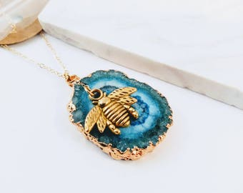 SOLAR DRUZY Agate 14k gold Pendant - Bee Jewelry - Save the bees - Bee necklace - Gold Jewelry - YOUR choice of color white or blue
