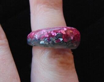 Pink/blue glass glitter resin ring