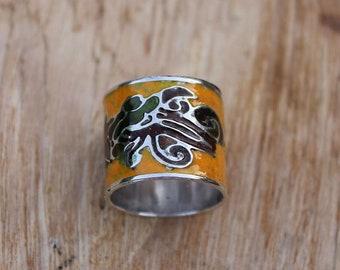 Flower pattern yellow enamel & silver ring