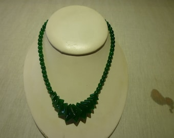 L43 Vintage Jade Beaded Necklace.