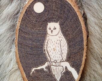 Owl, Wood medallion, with motif, pyrography, wood burning, decor