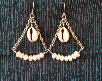 Cowrie shell and freshwaterpearl earrings