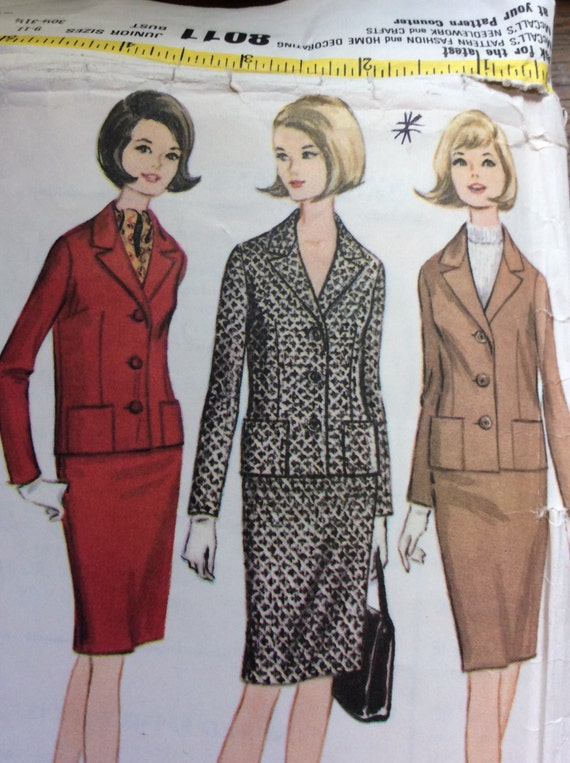 Vintage sewing pattern McCalls 8011 from 1965, vintage two piece suit pattern, made in the USA, vintage sewing jacket and skirt, McCalls