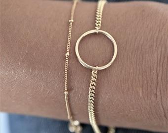 Hammered circle + thick chain bracelet/ Stackable bracelet/ Minimalist jewelry/ Layering chain bracelet/ 14k gold filled/ Rock Elegance