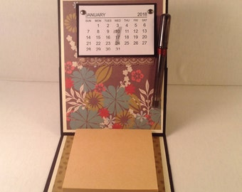 EASEL CALENDAR with pen and pad