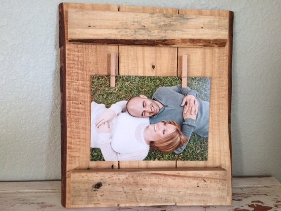 Rustic Pallet Wood Picture Frame with Clothespins