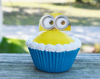 Minion Cupcake (fake)