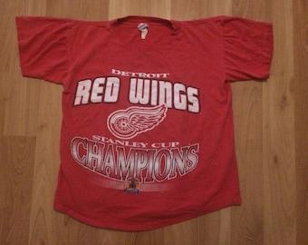 Medium / Large 1997 Detroit Red Wings men's T shirt vintage True Fan Stanley Cup Champions NHL hockey