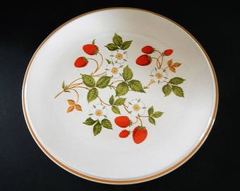 Vintage Sheffield Strawberries 'n Cream Plate - dinner plate, 308 - 1970s - red berry, beige, stoneware, microwave-oven-dishwater safe