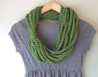 Green Chain Scarf Necklace / Mid Length / Greenery Scarf / Crochet Chain Scarf / Crochet Scarf / Braid Rope Scarf