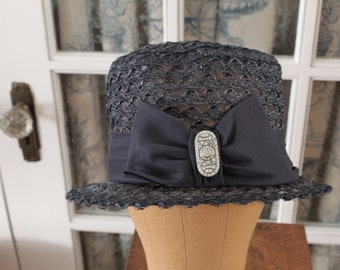 Vintage 1950's Does 1920's Hat with Bow and Brooch