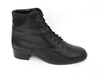 EU 40 - Black ankle boots womens size 6,5 / US 9 - 1990s vintage shoes for women - 90s boots black booties - lace up shoes - combat style