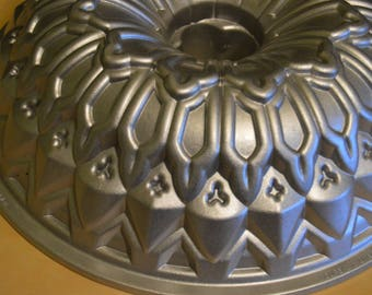 """Nordic Ware 10"""" Stained Glass Bundt Pan, 9 cups Baking Cake Pan"""