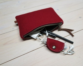 FELT POUCH small / Pencil Case / 8 colors / Makeup bag / Clutch in wine red merino wool felt Travelbag felt zippercase