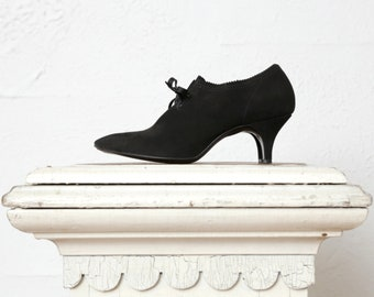 Vintage High Heels . Pointed Toe Lace Up