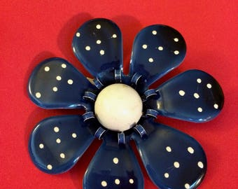 Blue and White Flower Power Brooch Pin - Vintage 1960s 1970s 1980s