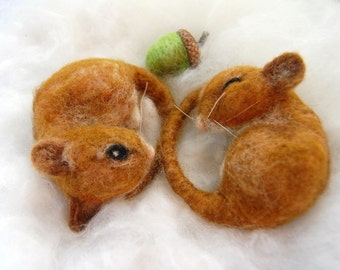 Harvest Mice Needle Felted. Pair of Mice. Two Felted Mice. Cute Mice Sleeping. Needle Felt Mice. Autumn Decoration. Miniature Mice Figures