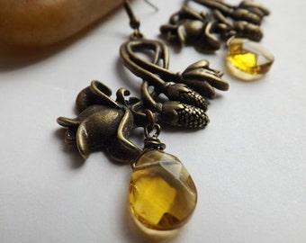 Verzierten Messing antik Blumenohrringe, Eichel, goldenen Tropfen Perlen, Bernstein, lange Ohrringe, Draht gewickelt