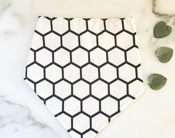 Black and white honeycomb bib