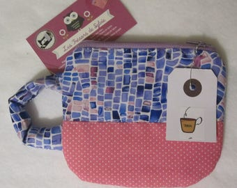 Cup-shaped pouch to bring tea or herbal teas