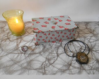 The small jewelry box