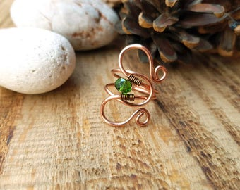 Copper Aries ring. Copper ring with green peridot crystal. Aries zodiac sign ring. Gift for her.