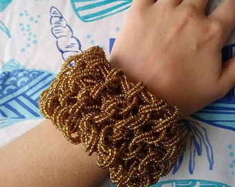 Chunky Golden Beaded Bracelet with Toggle Clasp