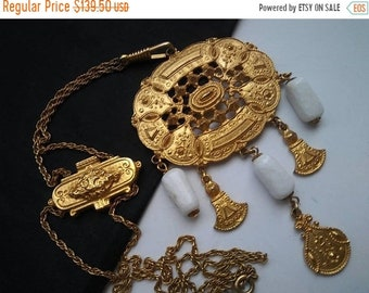 ON SALE Statement Necklace - Vintage White & Gold Jewelry - 1960's 1970's - Mad Men Mod Era Accessories - Old Hollywood Glam