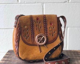 Vintage Tooled Leather Purse in Brown with Floral Desgin