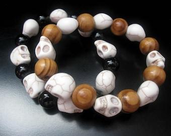 Skull Bracelet, White Magnesite Skull Beads, Wood, Black Onyx, Skull Jewelry, Halloween Bracelet, Halloween Jewelry, Stretch Skull