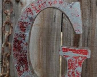 Medium vintage style 3D red letter G