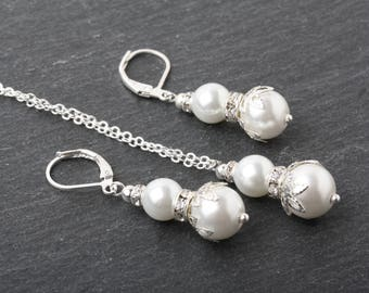 White Pearl jewelry set, Bridesmaid pearl jewelry set, bridesmaid earrings and necklace set, Bridal jewelry set, Mother of the groom gift