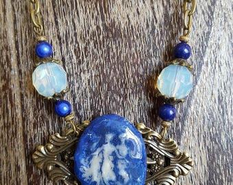 Necklace 3 graces, color ultramarine blue and translucent