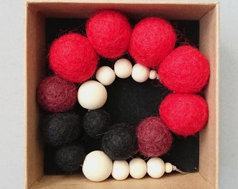 Felt Ball Necklace // Felted Wool Necklace // Red Necklace // Chunky Necklace / Statement Jewellery / Red and Black Necklace / FREE gift box