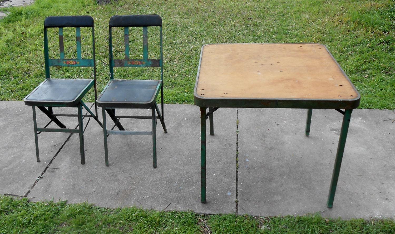 Antike Schwermetall Klapptisch Stühle Chippy grüne Farbe