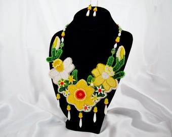 Beaded Daffodil Necklace