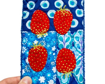 Textile art with strawberries in postcard size - strawberries in miniature