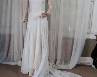 Late 1930s organza, lace and satin wedding dress. Detailed, feminine