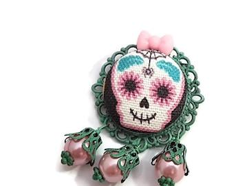 Girly Skull Brooch-Skull Cameo Pin-Gothic Lolita-Lapel Pin-Regency Rococo-Victorian Mourning-Bubble Goth-Goth Flair-Pastel Goth-Kawaii Pin