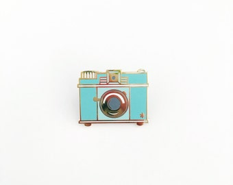 Retro Camera / Enamel Pin