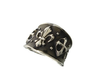 Ring fleur de lis in antique silver, stamped jewelry, made in France