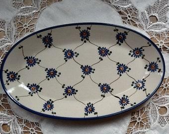 Polish Pottery Oval Serving Platter originates from Boleslawiec, Poland