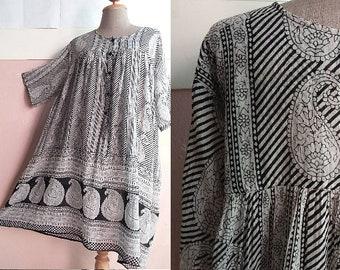 Plus Size - 90s Indian Cotton Gauze Dress - Paisley Tent Dress - Boho - Gypsy Summer Dress - Black White - Maternity Dress